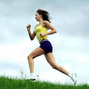 спорт - бегущая девушка